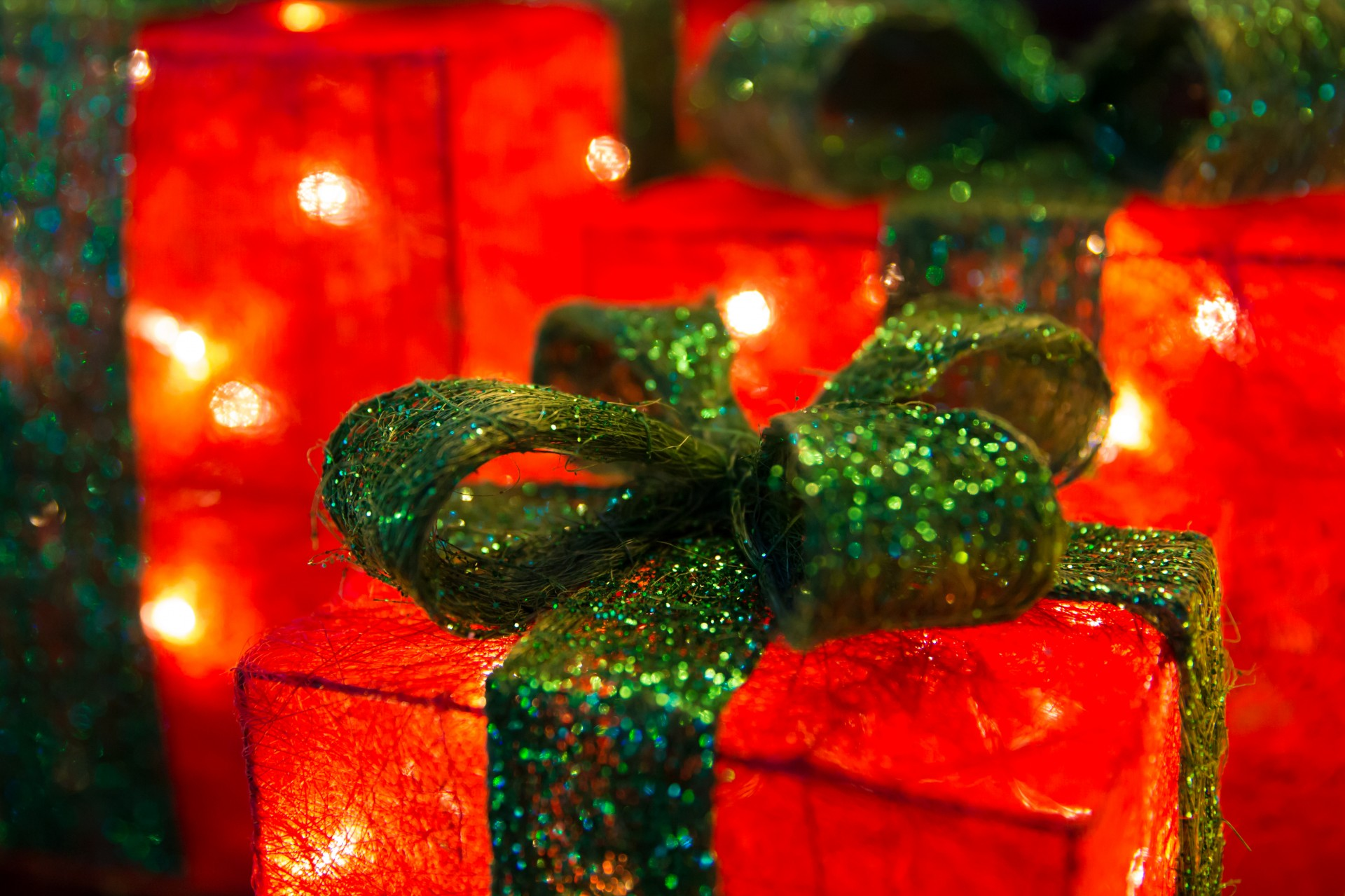 illuminated-christmas-presents-1416418801OKC